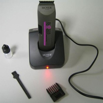 RECHARGEABLE TRIMMER ON BASE
